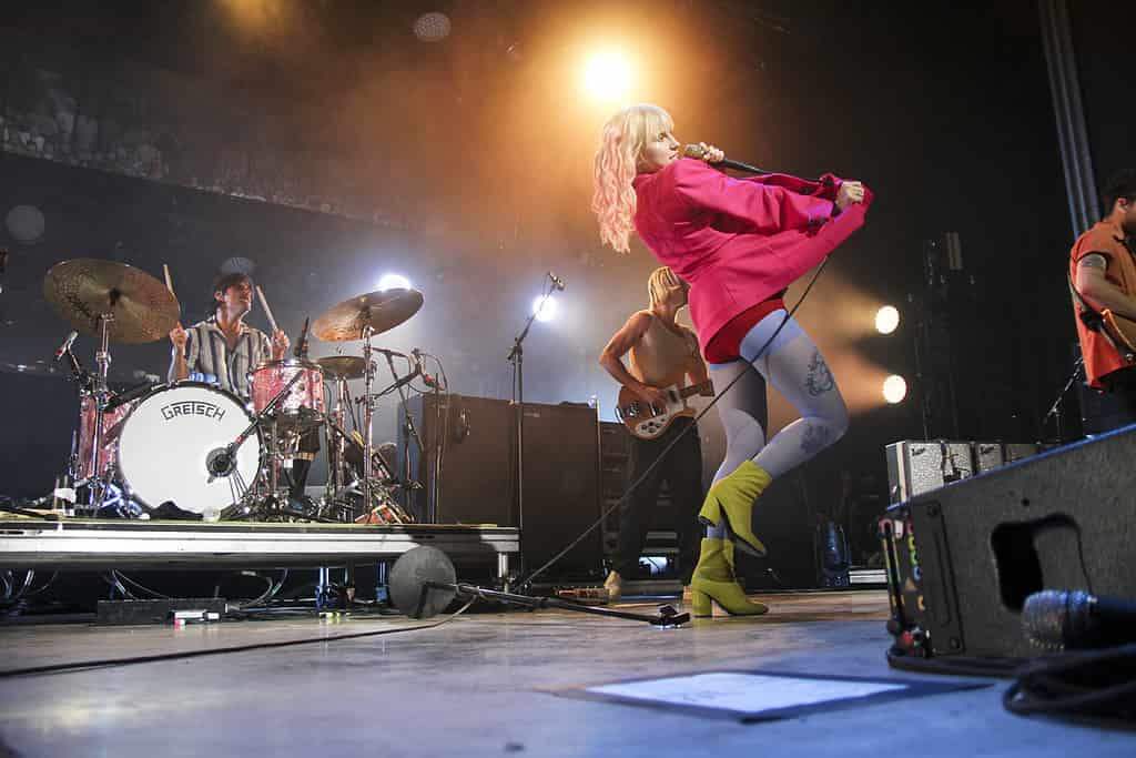 Gallery Cry Hard Dance Harder With Paramore Shutter 16 Magazine