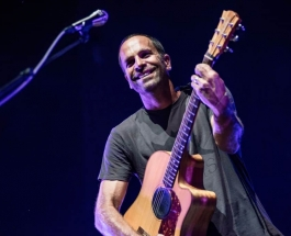 Jack Johnson: A Cool Guy on a Hot Night