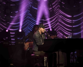 Gavin DeGraw gets RAW on new tour