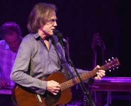 Jackson Browne Satisfies the Sold Out Crowd at the NYCB Theater at Westbury