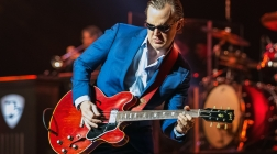 Legendary Guitarist Joe Bonamassa Brings The Blues To Charlotte's Belk Theater
