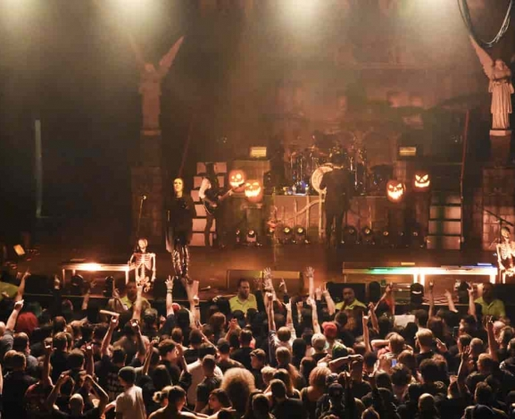 Motionless In White Take The Graveyard Shift Tour To The Paramount in Huntington