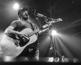 Aaron Lewis comes through Raleigh on his State I'm In Tour.