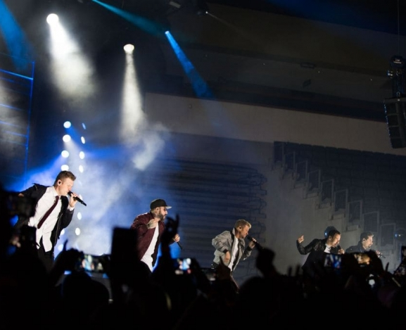 94.7 Presents The Merry Mix Show with The Backstreet Boys