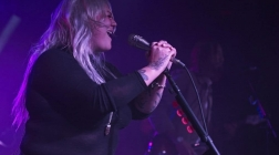 Elle King returns to the Queen city to Shake The Spirits.
