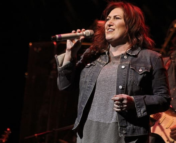 Jo Dee Messina connects with fans on all levels at Whitaker Center