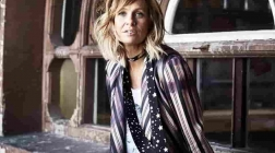 Kasey Chambers Makes New Friends and Fans at The Neighborhood Theatre