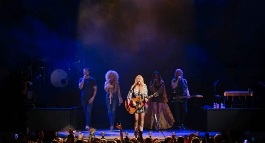 Miranda Lambert and Little Big Town invites Charlotte,NC to jump on the Bandwagon