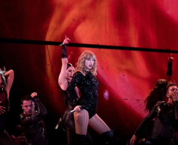 Taylor Swift Announces Reputation Stadium Tour Coming To Netflix